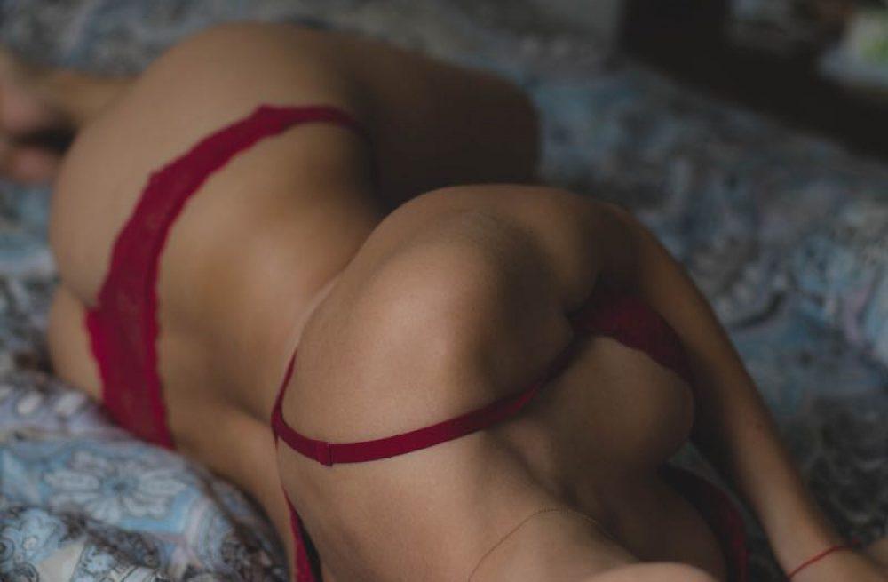 lingerie-adult-2807096_1920