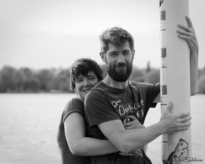 Couple et bébé au lac de St Cyr